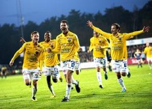 Falkenberg firar att de håller sig kvar i Allsvenskan.